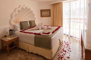 Romance - Park Royal Acapulco All Inclusive Family Beach Resort